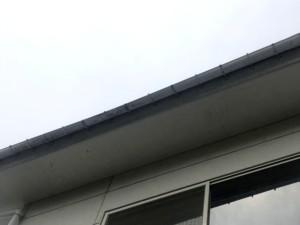 雪害による雨樋の勾配不良